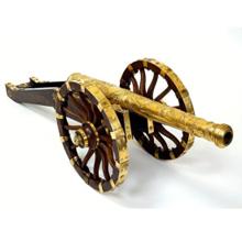Modèle de canon sur affût offert par le parlement de Franche-Comté à Louis XIV © Paris, musée de l'Armée / Pierre Mérat