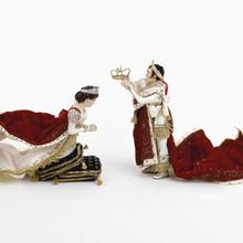 """""""Sacré sacre !"""" : le nouvel accrochage des figurines historiques"""