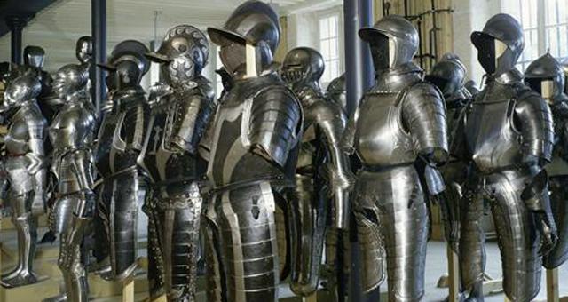 古代の展示室、13世紀~17世紀の鎧および古代の武器